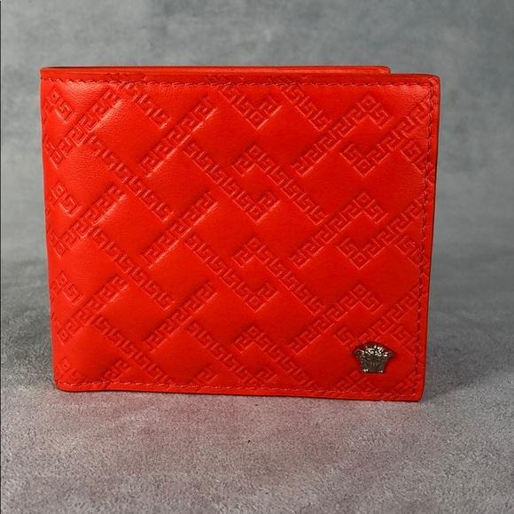 Versace Men/'s 100/% Leather Beige Passport Holder